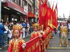 海外中国年加拿大:狮虎玩偶走俏唐人街