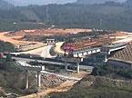 我国首个五跨京港澳高速互通建设成功完成第一跨