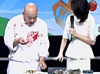"""国际大厨亲临现场教""""吃蟹"""" 宜忌有讲究"""